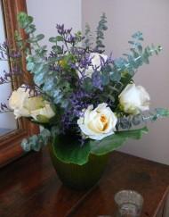 Bouquet rose blanche et eucalyptus