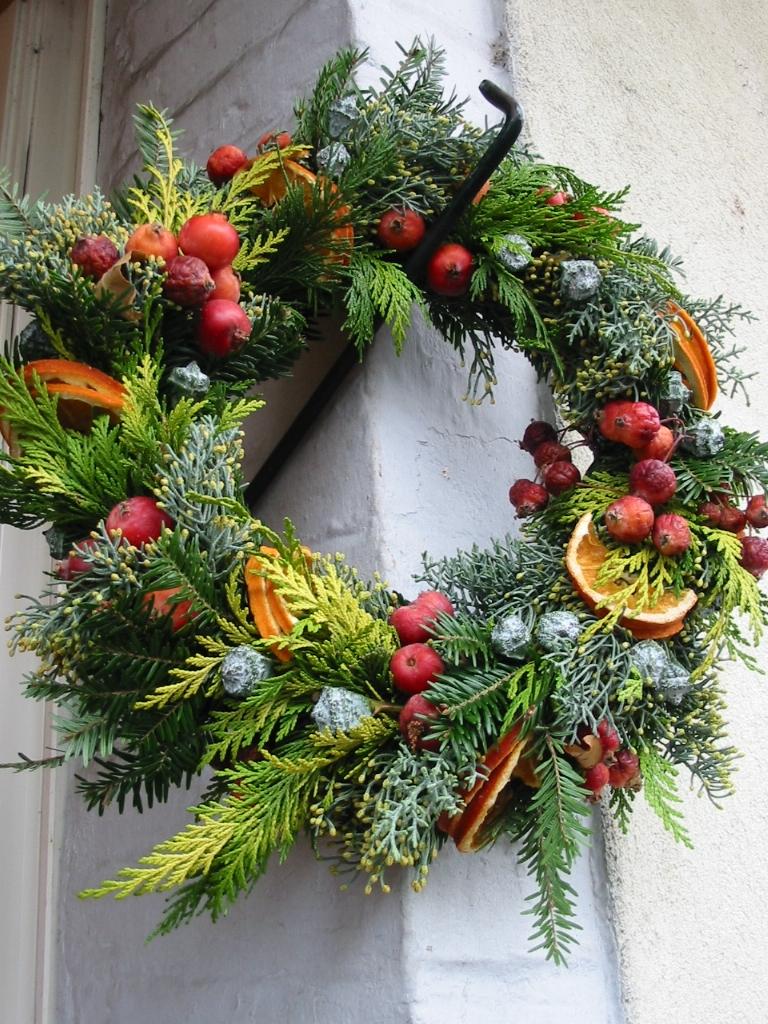 Couronne De Porte Noel Design couronne de noël pour porte, oranges et pommes - floral design